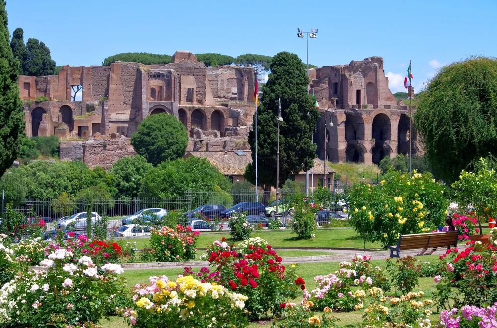 Il Roseto Comunale: il luogo sacro dei fiori di Roma